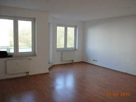 Lichtdurchflutete 3-Zi.-ETW mit Balkon, Gäste-WC in ruhiger Lage