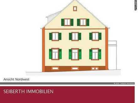 Kernsanierte 1-Zi/Kü/Tagelichtbad-Wg., 1. OG im hist. Rathaus - Schlüsselfertig - 44 qm