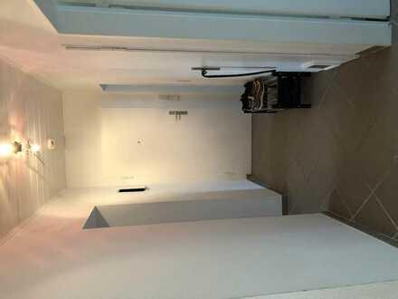 Helles 20 m^2 Wg-Zimmer mit Balkonzugang in Nieder-Eschbach