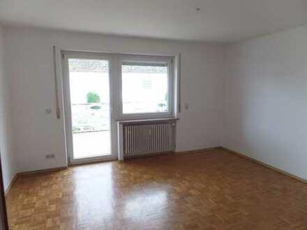 Knipfer´s Immobilienschätze - Sehr großzügige Wohnung mit Terrasse in Reutern!