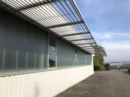 Lagerhalle, ca. 2.346 m² inkl. Büro zzgl. Freifläche in der Nähe von 56290 Kastellaun zu verkaufen
