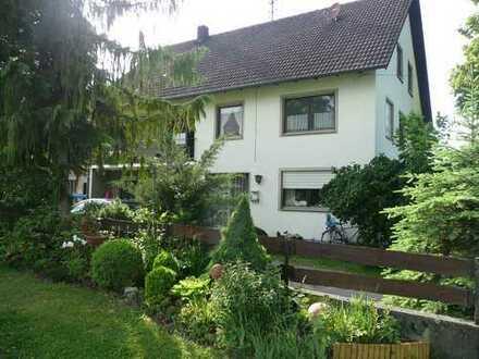 Bauernhaus, entwicklungsfähiges Zweifamilienhaus mit großem Grundstück in Jettingen-Scheppach