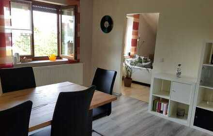 Neuwertige 4-Zimmer-Dachgeschosswohnung mit großem Balkon und EBK in Langenmosen