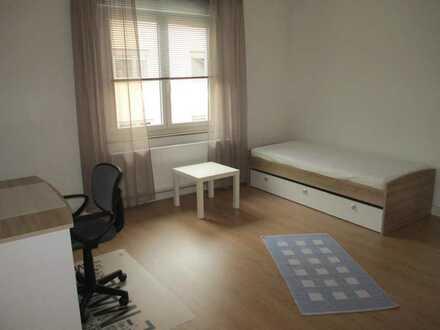 Helles freundliches WG Zimmer in einer 3er WG, Wohnung komplett neu renoviert, 5Gehminuten zur DHBW.