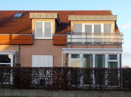 Reizvolle 3-Zimmer-Wohnung mit Einbauküche, Balkon und Blick auf den See