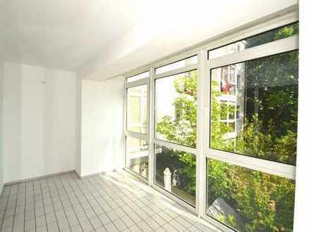 Schöne 2-Zimmer Wohnung mit großem Wohnzimmer und tollem Wintergarten sucht neue Mieter !!