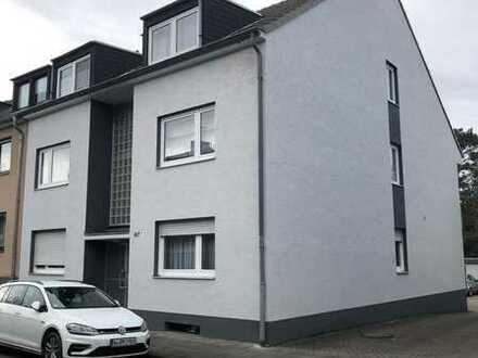 Sanierte ab 15.07.2021 provisionfreie Dachgeschosswohnung Holweide 2 Zimmer Küche Diele Bad