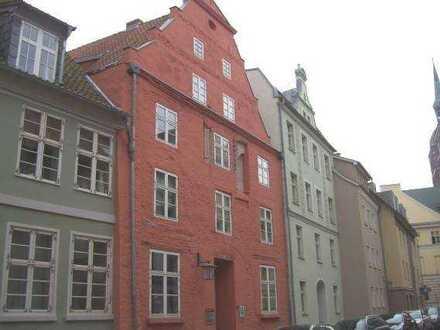 *** Geräumige 3 Raum-Wohnung in der Stralsunder Innenstadt ***