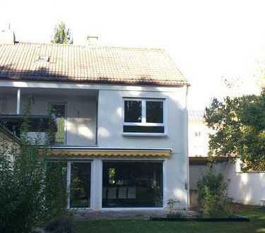 Schönes Haus mit sechs Zimmern in Augsburg Hochzoll Mitte zu vermieten