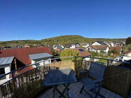 Sehr schöne 2,5-Zimmer-DG-Wohnung mit 3 Balkonen und Einbauküche in Ihringen