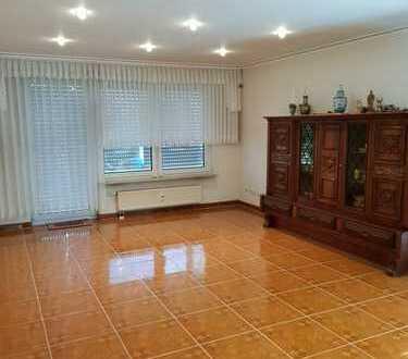 Gepflegte 3,5-Zimmer-Wohnung mit begrünter Dachterrasse und Einbauküche in Herbede