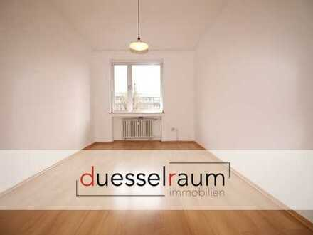 Erstbezug nach Renovierung: gut geschnittene 3 Zimmerwohnung in zentraler Lage mit Einbauküche