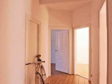 6341 - Großzügige 4-Zimmer Dachgeschosswohnung - nähe ZKM!