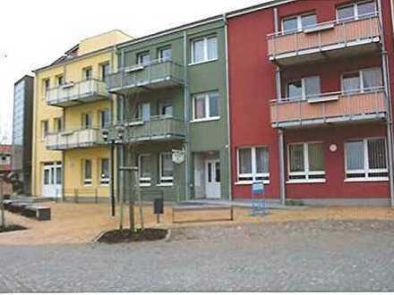 2-Raumwohnung im Zentrum der Stadt, mit Balkon, EBK u. Keller, im 2. OG WG Nr. 9 zu vermieten !!!