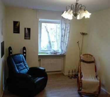 Biete Zimmer mit separatem Badezimmer für eigene Nutzung in Martinsviertel