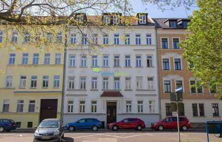Hochwertig sanierte 2-Zimmer-Wohnung im Dachgeschoss - Tageslichtbad mit Dusche!
