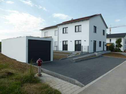 Erstbezug: Doppelhaushälfte mit eigenem Garten in Alteglofsheim