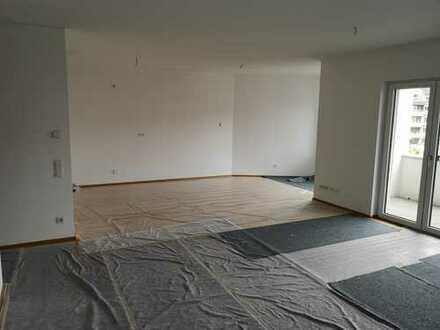 Geräumige 3 Zimmer Wohnung mit offener Küche