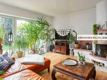 IMMOBERLIN: Sehr adretter Reihenbungalow mit schönem Ambiente & Atriumflair