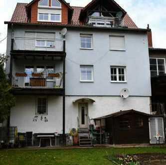 Großzügige und helle Dachgeschoss-Wohnung mit Dachterrasse und Garage