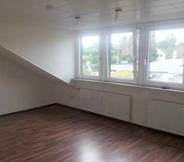Lichtdurchflutete, großzügige 2,5 Raum-DG-Wohnung