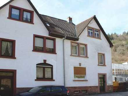 Renovierungsbedürftige Doppelhaushälfte mit viel Potenzial und großzügigem Garten in Schönau