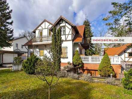 IMMOBERLIN: Romantische Landhausvilla mit Südgarten in Spitzenlage