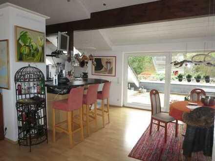 Top ausgestattete 4 Zi.-Wohnung mit Dachterrasse und Doppelgarage in ruhiger Waldrandlage