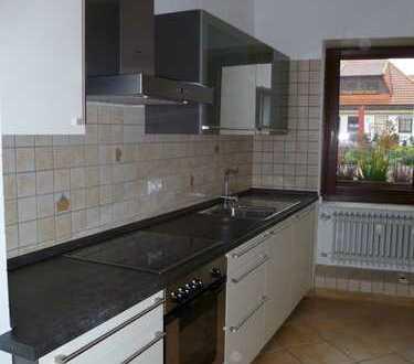 Zentrumsnahe Altbauwohnung mit moderner Einbauküche, von Privat