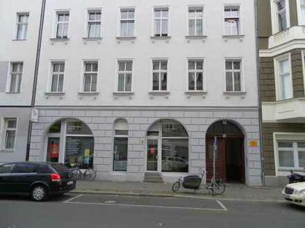 Möblierte, ruhige Altbau-Wohnung in Berlin-Moabit im Gartenhaus