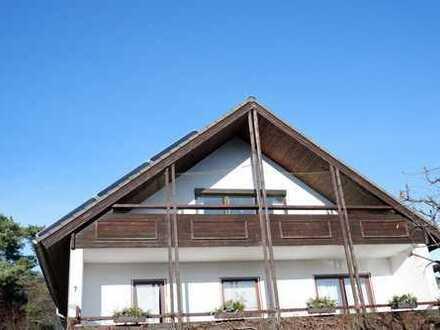 Schöne 2 Zimmer DG Wohnung mit 2x EBK,Balkon sowie Stellplatz in Weil im Schönbuch, WM pauschal:895€
