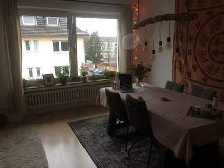 exklusive, helle renovierte 3-Zimmer-Wohnung mit Balkon und Einbauküche in Braunsfeld, Köln