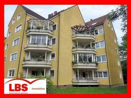 """""""EINE GANZ BESONDERE WOHNLAGE"""" Zentrale, renovierungsbedürftige EG-Wohnung, Loggia und TG in Su.-Ro."""