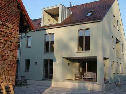 Erstbezug: attraktive 2-Zimmer-Dachgeschosswohnung mit Einbauküche und Balkon in Hösbach