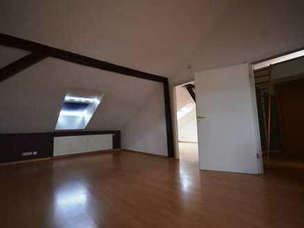 2-Raum-DG-Wohnung*offene Küche*Wanne*kleiner Abstellraum