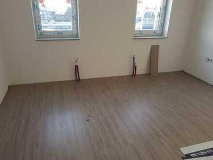 Erstbezug 3,5 Zimmer Maisonette Wohnung 2 Ebene Neu Kernsaniert Einbauküche Abstellraum am Bahnhof