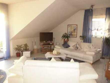Sehr schöne 3 Zi. DG- Maisonettwhg. in ruhigem 6 Familienhaus mit Blick auf den Main