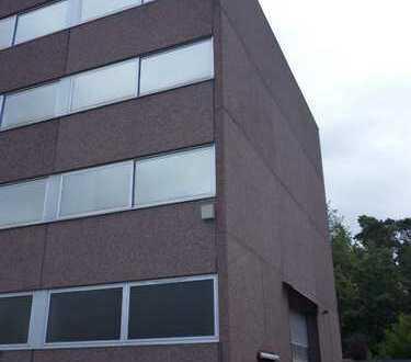 ca. 500 m² - 2.000 m² BÜRO (ab € 5,00/m²) + 250 m² HALLE/WERKSTATT ZU VERMIETEN