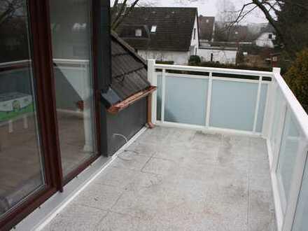 Renovierte 2,5 -Zimmer Dachgeschosswohnung mit Einbauküche, Balkon und Stellplatz