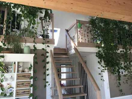 Stilvolle 4-Zimmer-Galeriewohnung mit Blick ins Grüne!