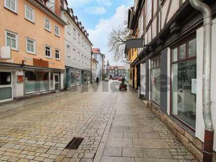 Gepflegt, komfortabel und in bester Altstadt-Lage: Geräumige 3-Zi.-ETW mit Dachterrasse