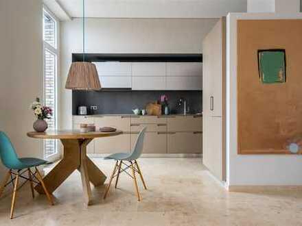 Großzügige Loft-Wohnung mit Designerküche und imposanter Dachterrasse