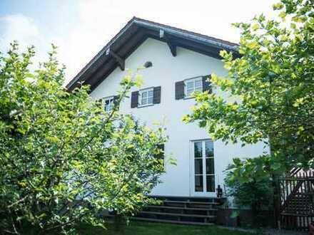 Großzügiges Wohnhaus mit Nebengebäude für Gewerbe | https://dasehemaligelagerhaus.de