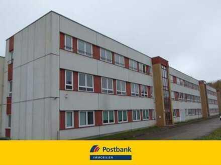 Großes Bürogebäude mit Werkhallen am Rande der Stadt!