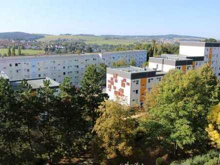 Ideal für kleine Familien geeignet - Sanierte 3-Raum-Wohnung mit verglastem Balkon