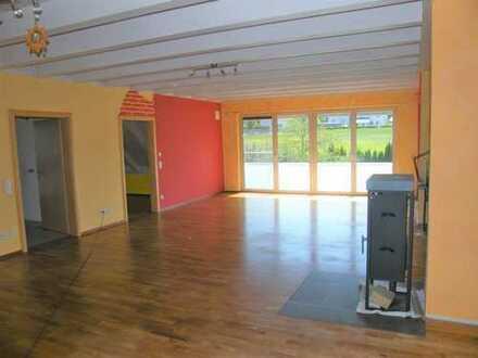 Gepflegte, helle und schöne 5-Zimmer-Wohnung mit Balkon in Neuburg Oberhausen