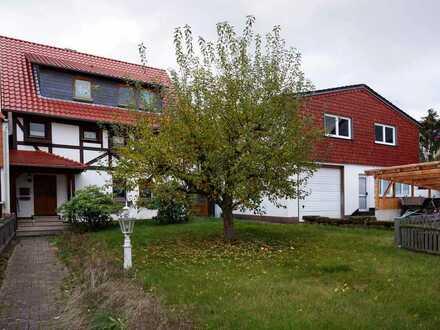Zwangsversteigerung - Zweifamilienhaus mit Wirtschaftsgebäude und zwei Nebengebäuden in Holzerode