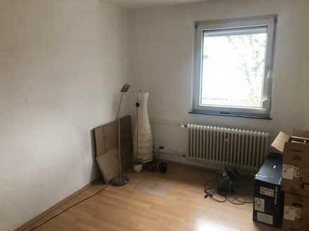 Helles Zimmer in berufstätigen-WG mitten in der Heimstättensiedlung