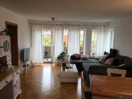 Helle 3-Zi.Wohnung in ruhiger Lage mit Balkon, EBK und Garage