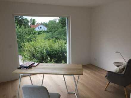 Stilvolle, neuwertige 4-Zimmer-Wohnung mit Balkon und EBK in Windach